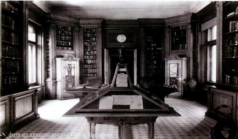 Выставочный зал во дворце Чапских. В глубине слева - сейф с наиболее ценными монетами.