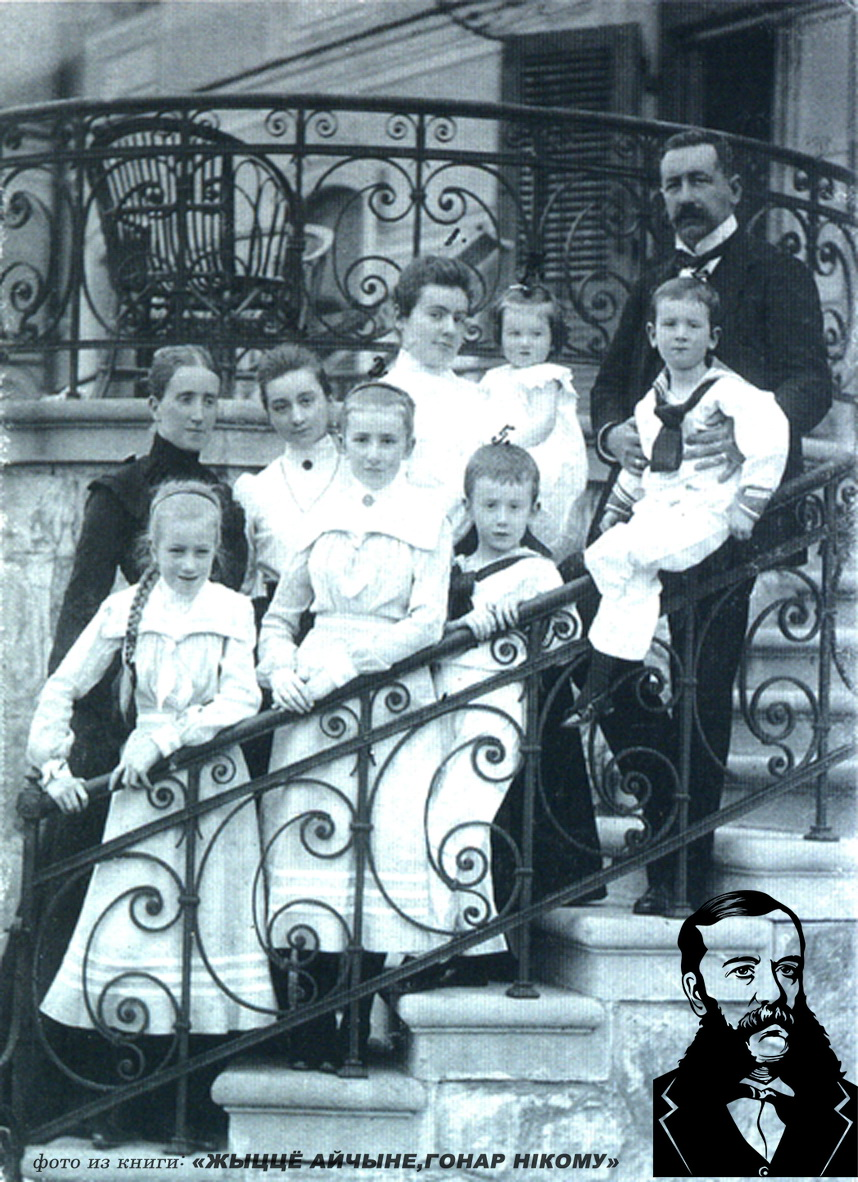 Юрый Чапскі з сям`ёй на ганку палаца ў Прылуках