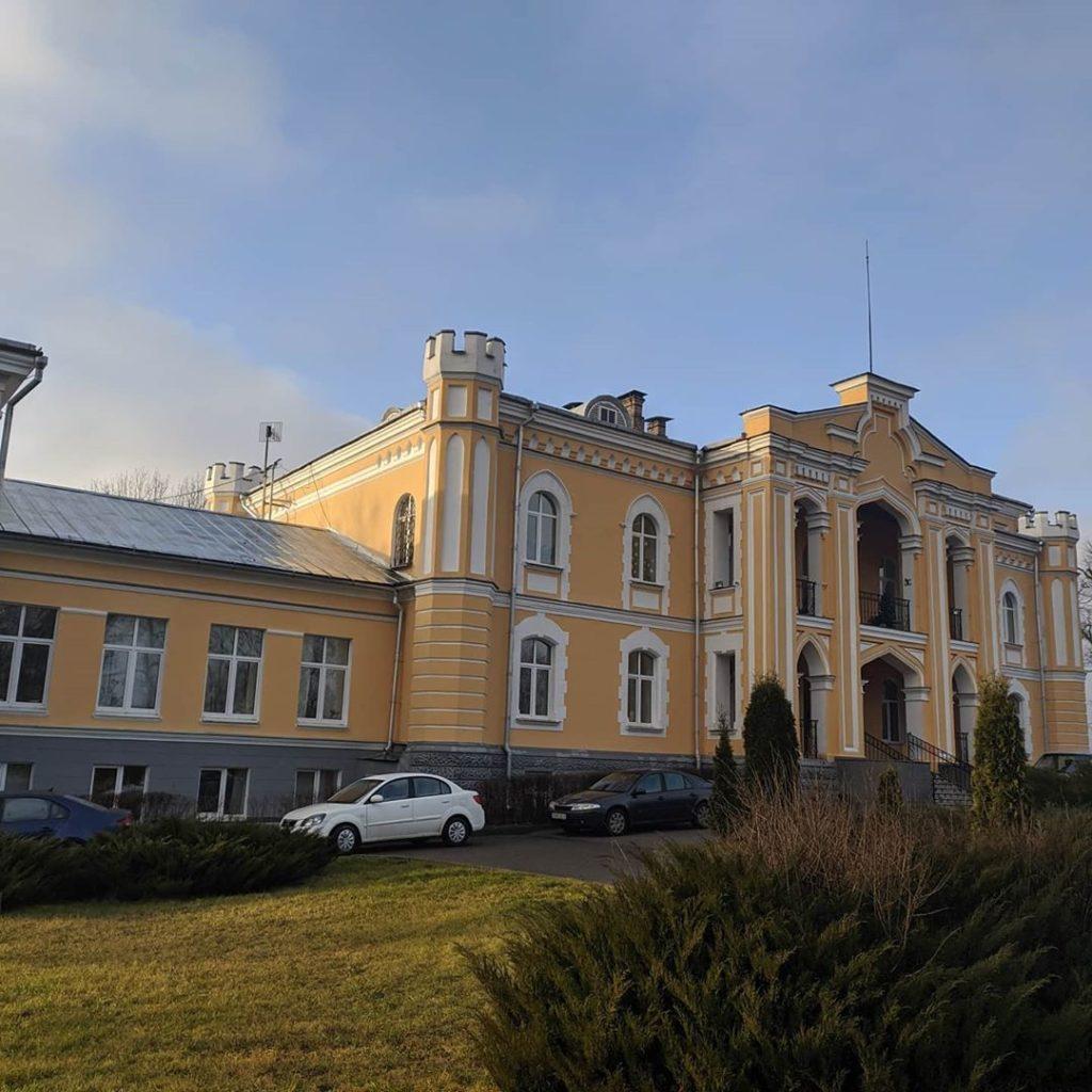 Автор фото: Dzmitry Vialentsiy. Дворец Гуттен-Чапских. Усадьба Прилуки width=