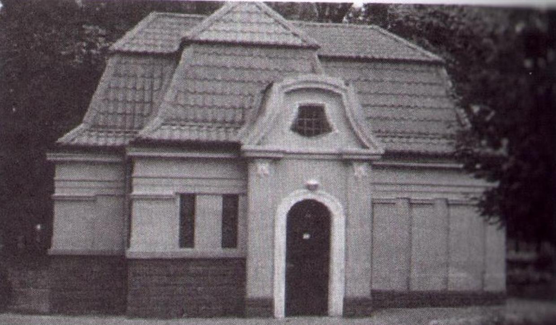 Туалет в Александровском сквере. Фото из книги