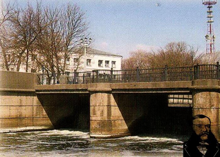 Вид на первую в Минске электростанцию со стороны бывшего Губернаторского сада. Фото из книги.