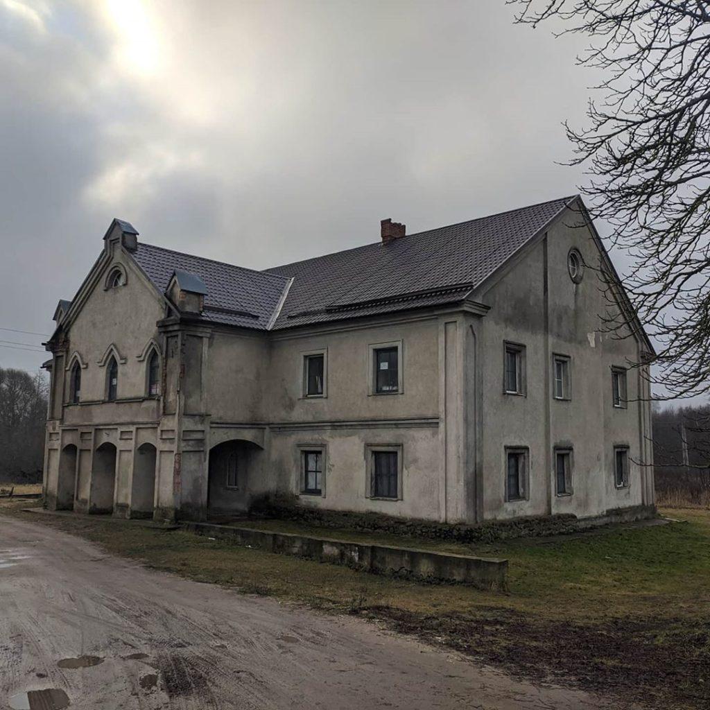 Автор фото: Dzmitry Vialentsiy. Дом управляющего. Середина XIX века. Усадьба Прилуки width=